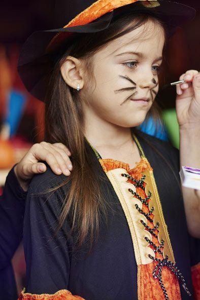 Des déguisements fait maison pour Halloween #deguisementfantomeenfant Voici 3 idées pour un costume fait-maison, express, économique et stylé pour Halloween #halloween#deguisement#DIY#enfant#famille#frissons#sorciere#fantome#zombie #deguisementfantomeenfant