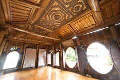 Art de Myanmar sur le plafond à l'église en bois du temple de Nyan Shwe Kgua Photos stock