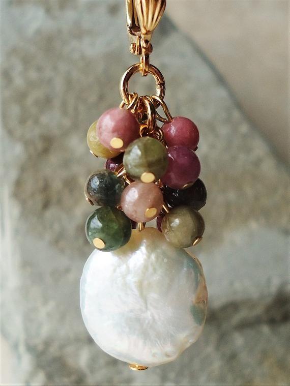 Pendientes de racimo de piedras preciosas múltiples.Keshi Coin Pearl.Tourmaline Gemstone.Gold.Silver.Dangle.Drop.Bridal.Statement.Clip On Earrings.Handmade.
