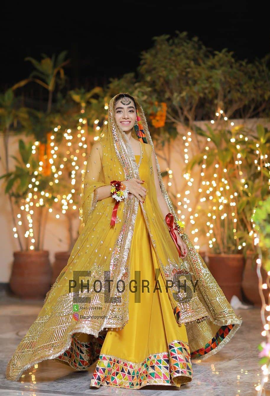 Pin By Robina Javed On Mehndi Brides Makeup Hair Bridal Mehndi Dresses Bridal Dresses Pakistan Wedding Dresses For Girls [ 1338 x 914 Pixel ]