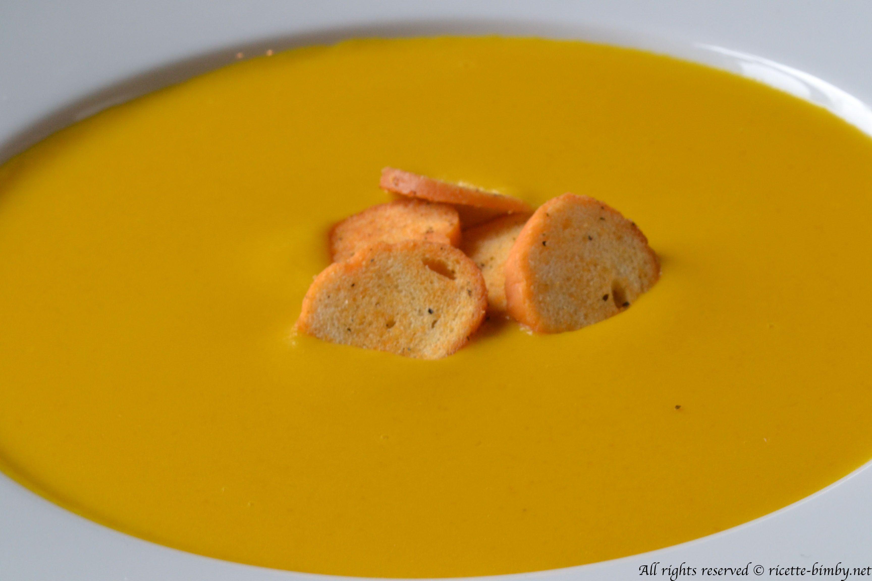 La vellutata di zucca e porri può essere sia piatto unico che un antipasto. Se preparata con la ricetta bimby risulterà ancora più veloce e semplice.