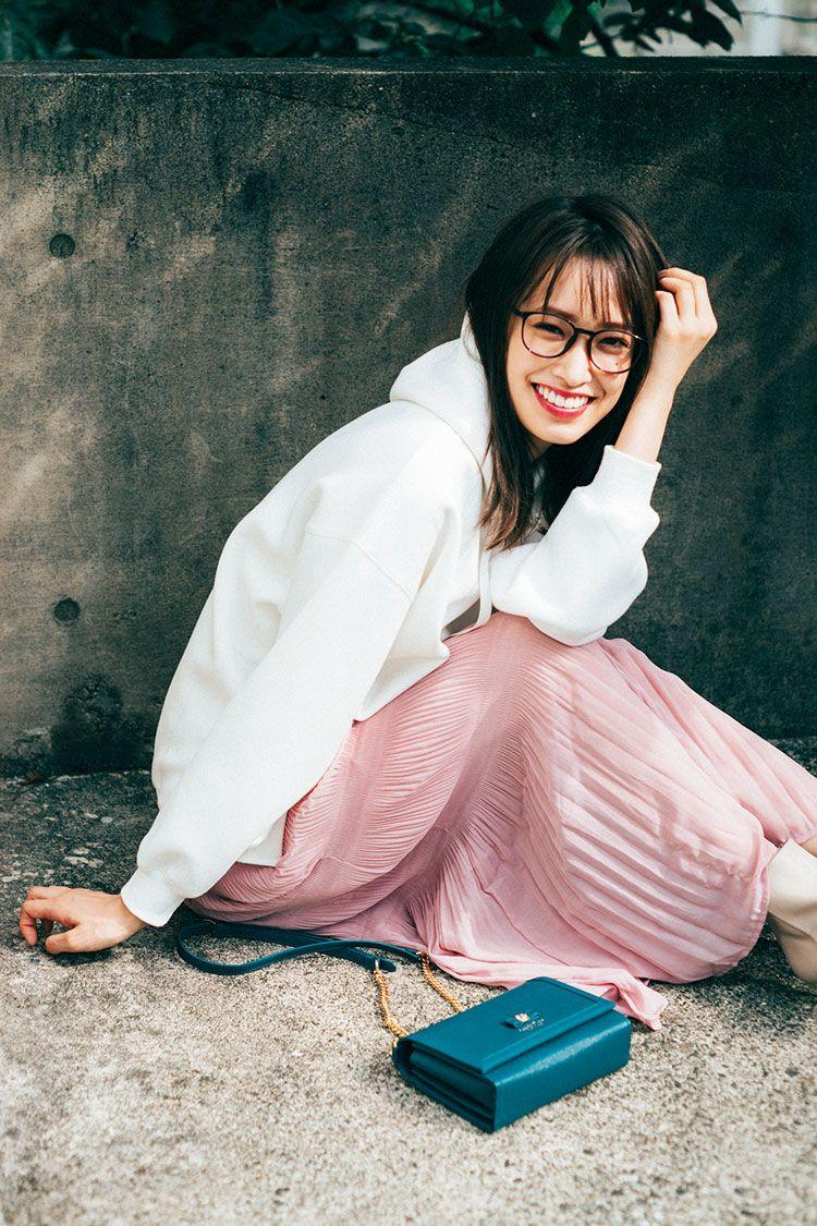 佐々木久美&髙橋ひかるがお手本♡ ピンクが映える、おしゃれな〈カジュアルコーデ〉の作り方 | Ray(レイ)
