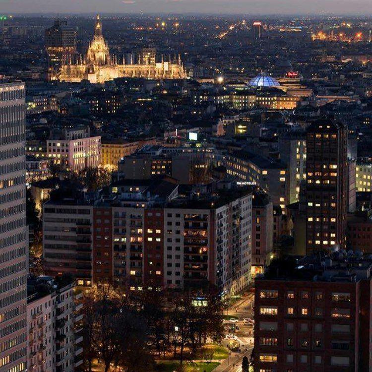 La città della Madonnina #milano #milanocity #milanocapitale #milanodavedere #lifeisbeautiful #istaBeautiful by maurizio_rullo