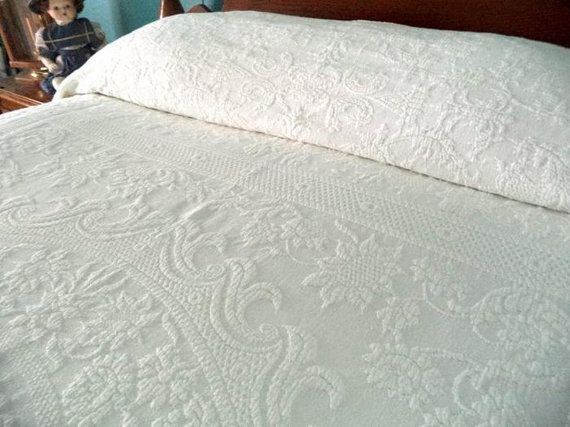 Sale Beautiful Estate Vintage Bates White Matelasse Coverlet Bedspread Raised Work King Bed Spreads Cotton Bedding Bed