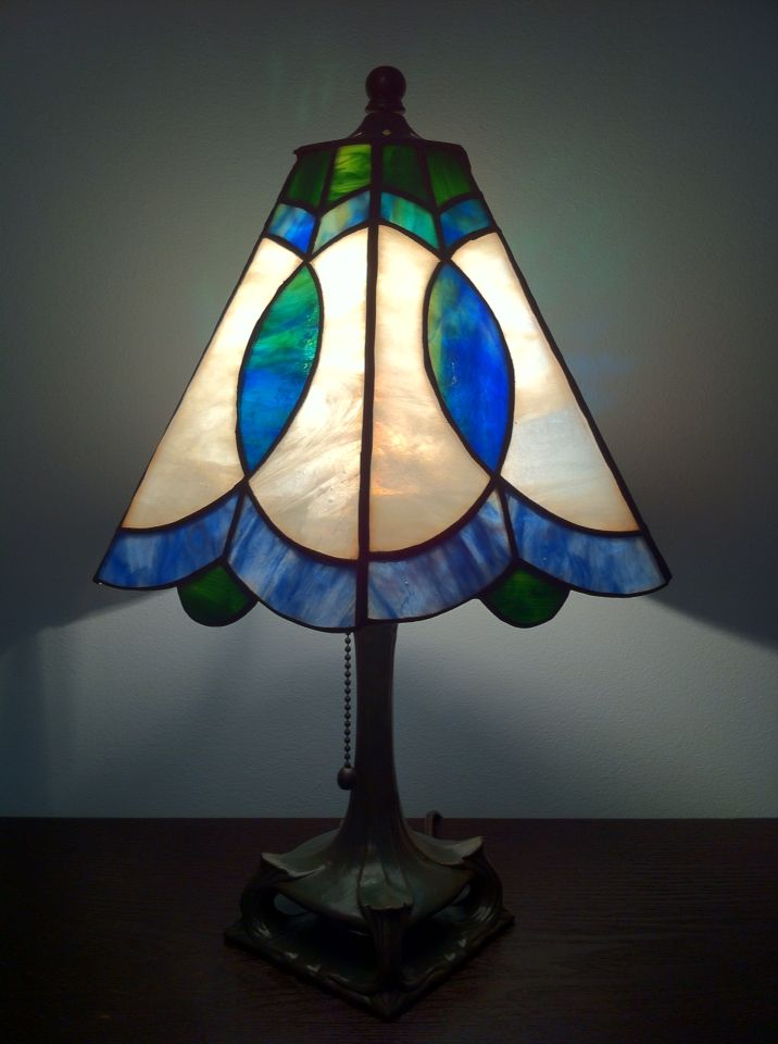 Pin By Myriam On Stained Glass Stained Glass Lamp Shades Stained Glass Table Lamps Glass Lamp