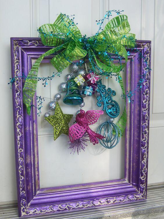 Adorno navideño utilizando un marco reciclado | Pinterest | Puertas ...
