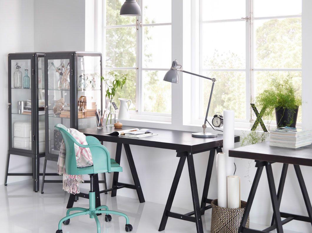 A home office with TORNLIDEN desk in black, black FABRIKÖR glass ...