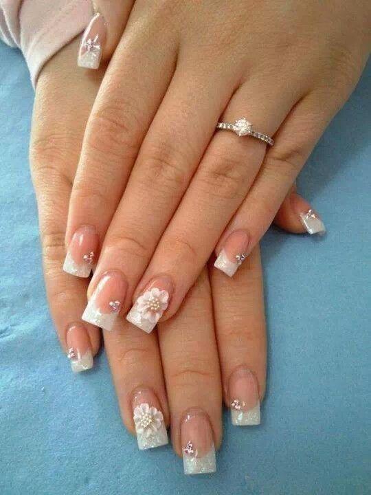 Flor en 3ď diseño sencillo con pequeñas piedras | Uñas de ...