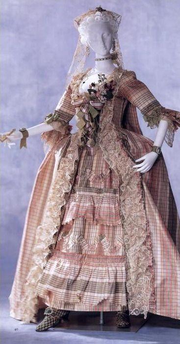 dbe1e93e528 Robe à la Française c. 1760 Kyoto Costume Institute