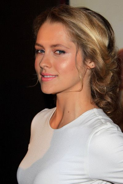 Photo of Teresa Palmer Rocks a Messy Updo to 'I Am Numer Four' Premiere