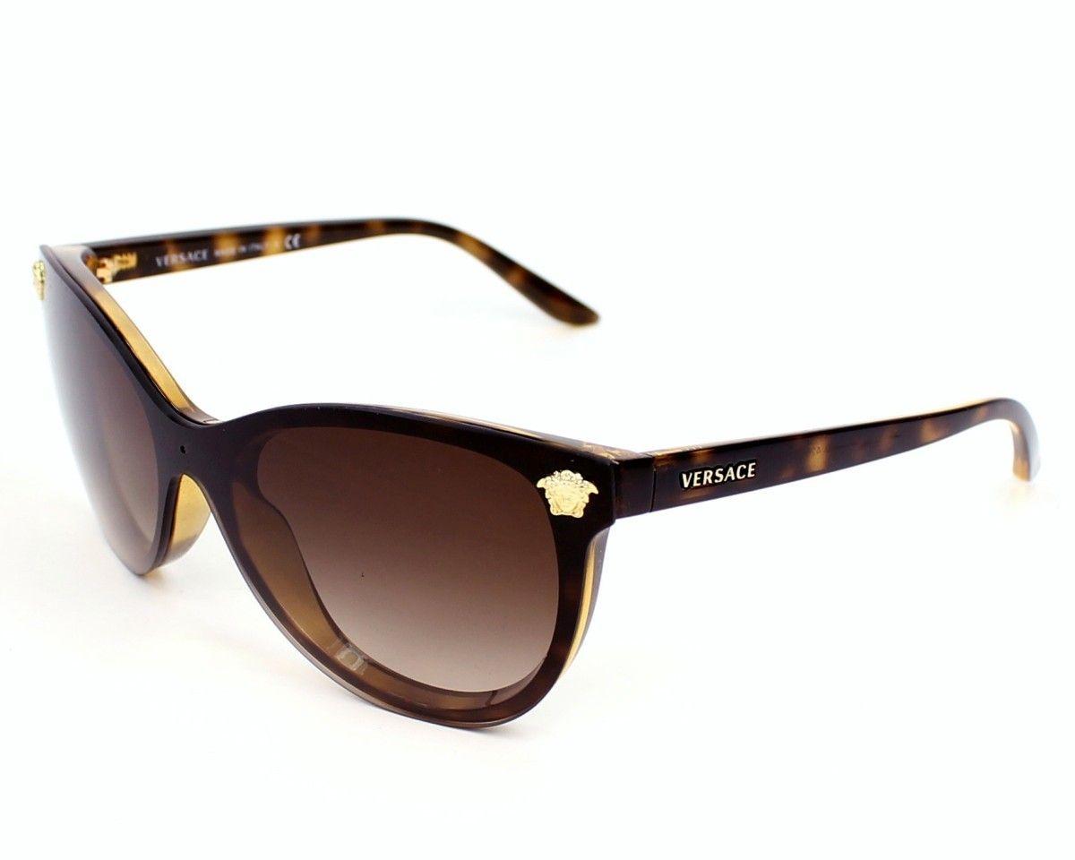 5d09a6121f Si quieres protegerte del sol con estilo, te recomendamos estas gafas de  Versace. #lentes #sol #gafas #mujer #estilo #verano