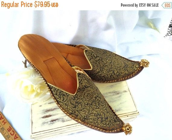 6cf962fbaadd Antique arabic shoe Moroccan Indian slipper shoe Leather soles tapestry top  pointed curved toe gold leather accents satin interi by StudioVintage on  Etsy