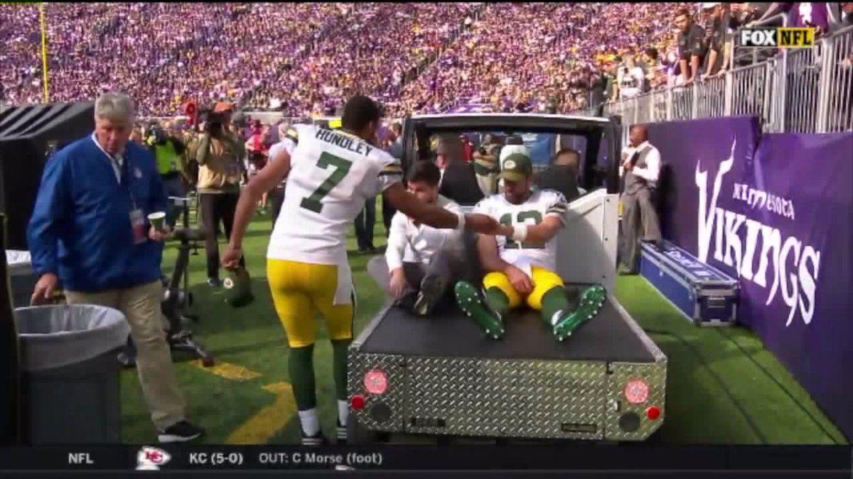 Nfl Report Packers Aaron Rodgers Undergoes Surgery To Repair Broken Collarbone Aaron Rodgers Green Bay Football Packers