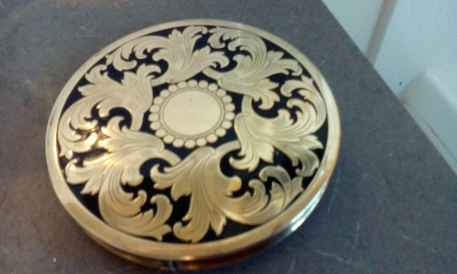 Fifth Avenue Rex Compact by OldVintageTreasures2 on Etsy