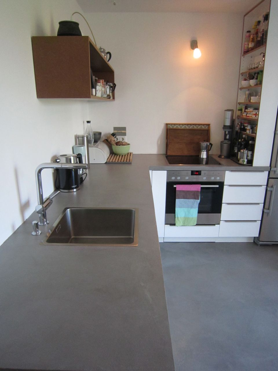 k chenarbeitsplatte boden beton look loft betonoptik pinterest apartments and house. Black Bedroom Furniture Sets. Home Design Ideas