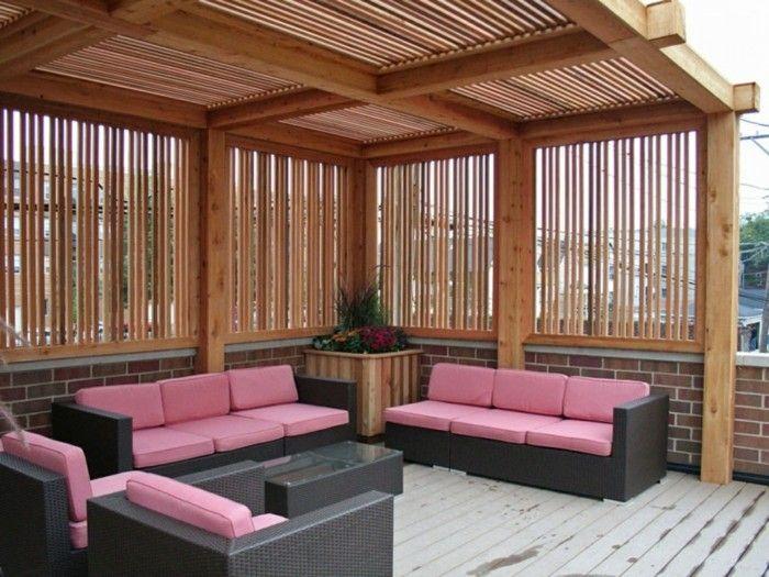 Cool moderne rosige sofas unter einer schicken pergola aus holz  OO32