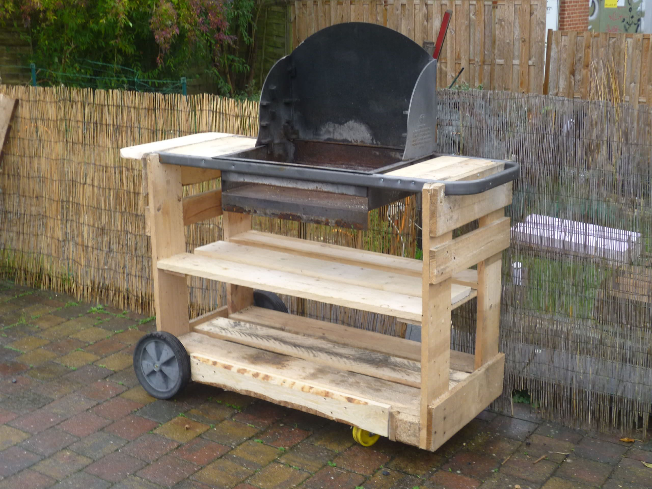 BBQ stand made from old pallets | Things I made | Pinterest | Bbq ...