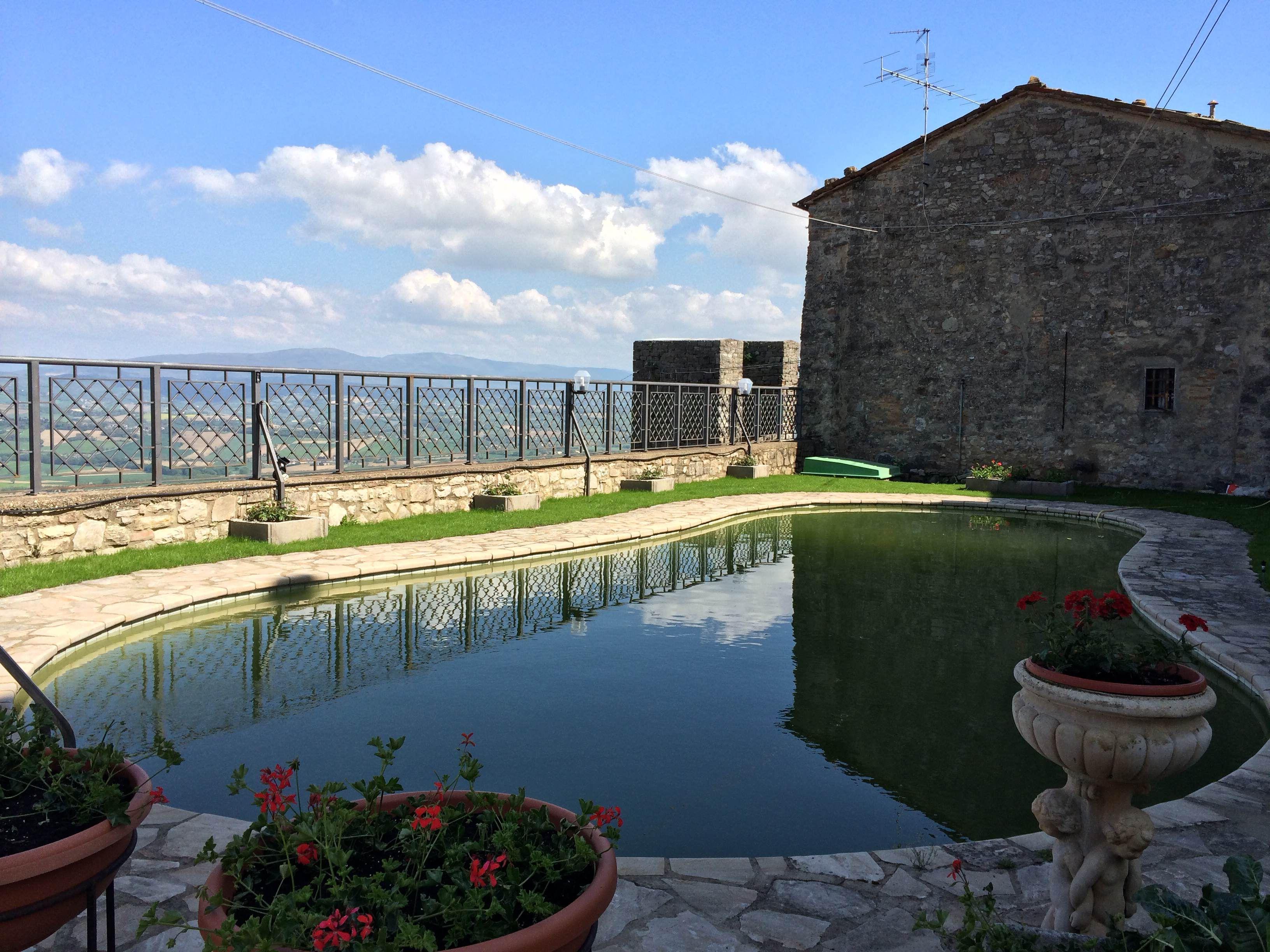 Relais Il Castello, Piscina, voglia di estate, relax...