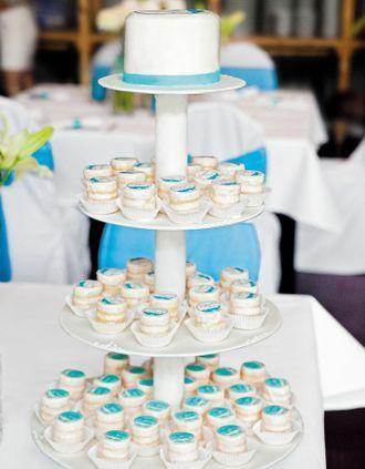 http://www.weddingstyle.de/hochzeitstorte/cupcakes-und-co/?slide=17