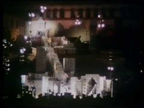 Vito Acconci, Following Piece, Domus 509   aprile 1972 Vista pagine - village expo portet sur garonn