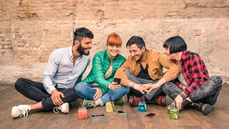 Diese 7 lustigen Gadgets verwandeln dein Smartphone in einen Mini-Ventilator oder in eine Profi-Kamera. #gadgets #smartphone #updated #SmartphoneIcon