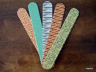 Tippytoe Crafts: Safari Puppets