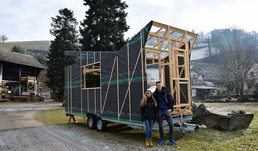 construire sa tiny house autonome il se lance 18 ans maison nomade travailler. Black Bedroom Furniture Sets. Home Design Ideas