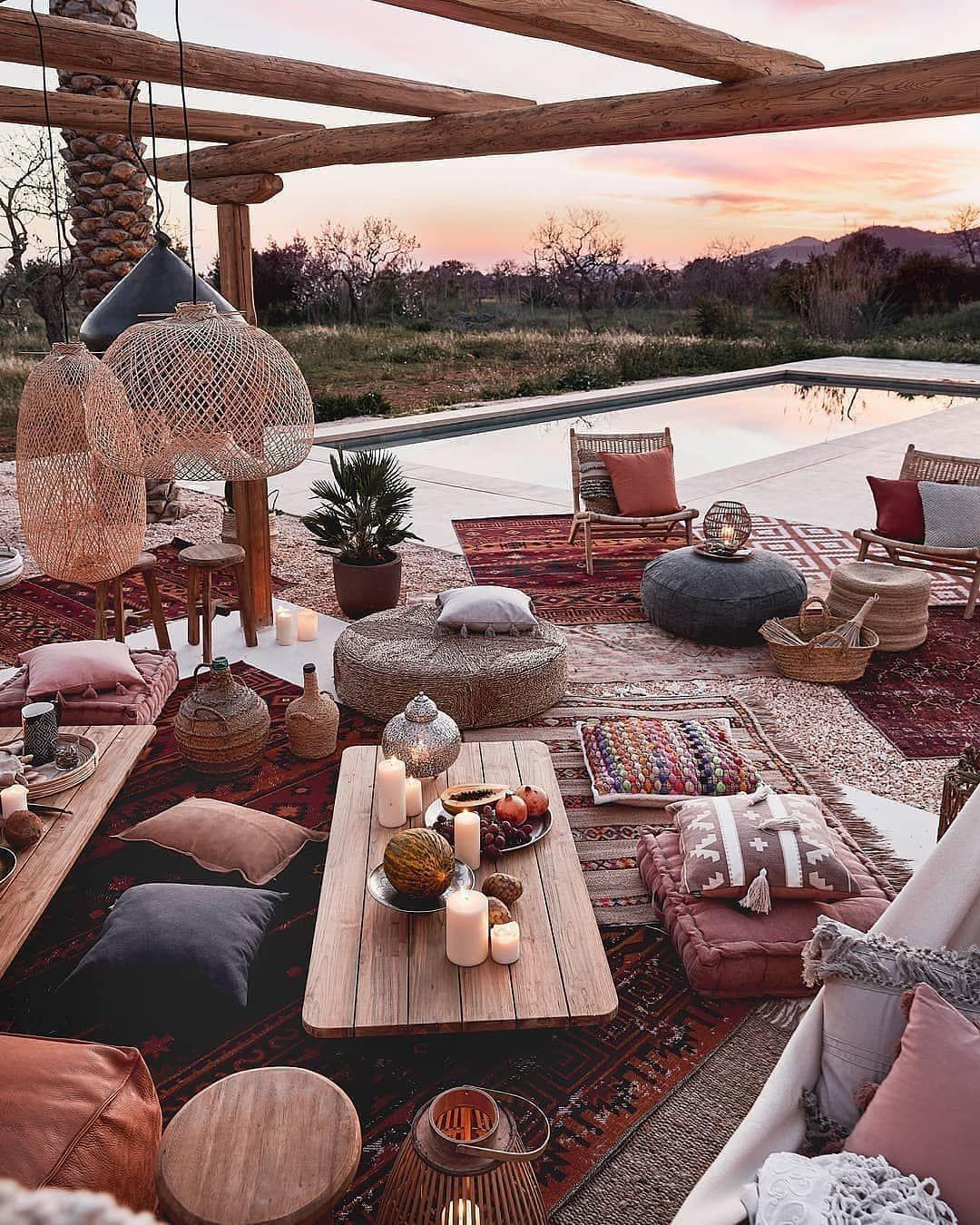 """Rendez-vous Deco : rendez-vous, Westwing, Maison, Décoration, Instagram:, """"Une, Déco, Extérieure, Bohème, Soirées, Gipsy, 💕✨⠀⠀, 🛍️, Rendez, Dans…, Outdoor,, Backyard, Patio,, Patio"""