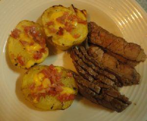 Maminha assada com batata recheada é uma delícia