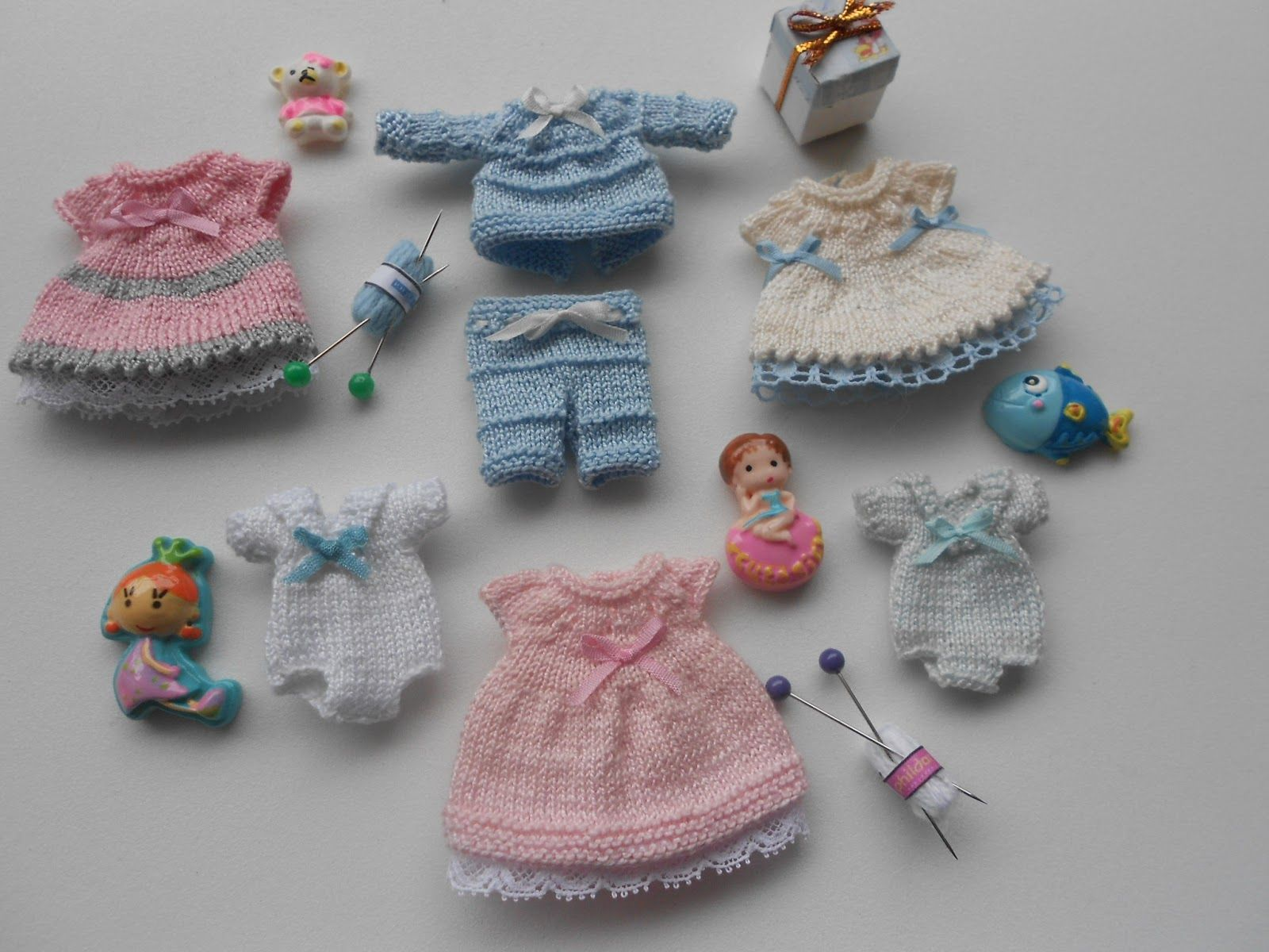 Knitting Patterns For Dolls Bedding : knitting miniature dress pants top christmas MY MINIATURES Pinterest Mi...