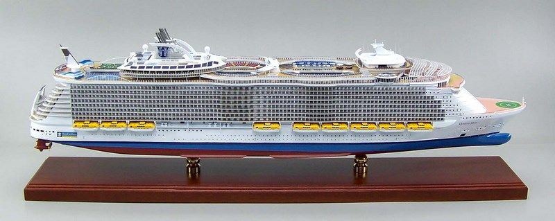 Ms Oasis Of The Seas 1 350 Scale Ship Model Model Ships Cruise Ship Models Scale Model Ships