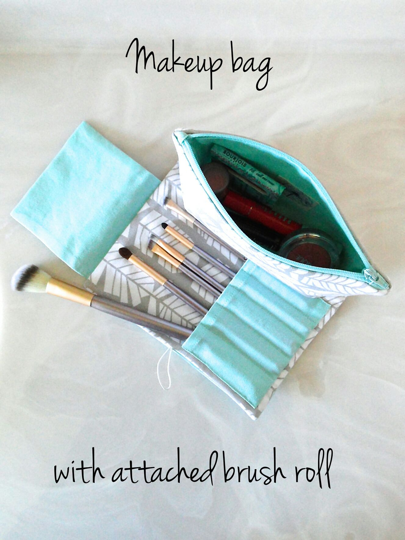 FREE MakeUp Brush Roll Up TUTORIAL! Diy makeup bag, Diy