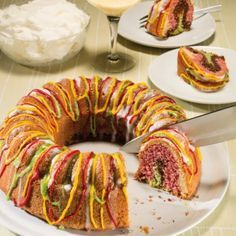 Ob Klein oder Groß - dieser bunte Kuchen macht jedem Freude! Sein farbenfrohes Innenleben sorgt an jeder Kaffeetafel für Überraschung.