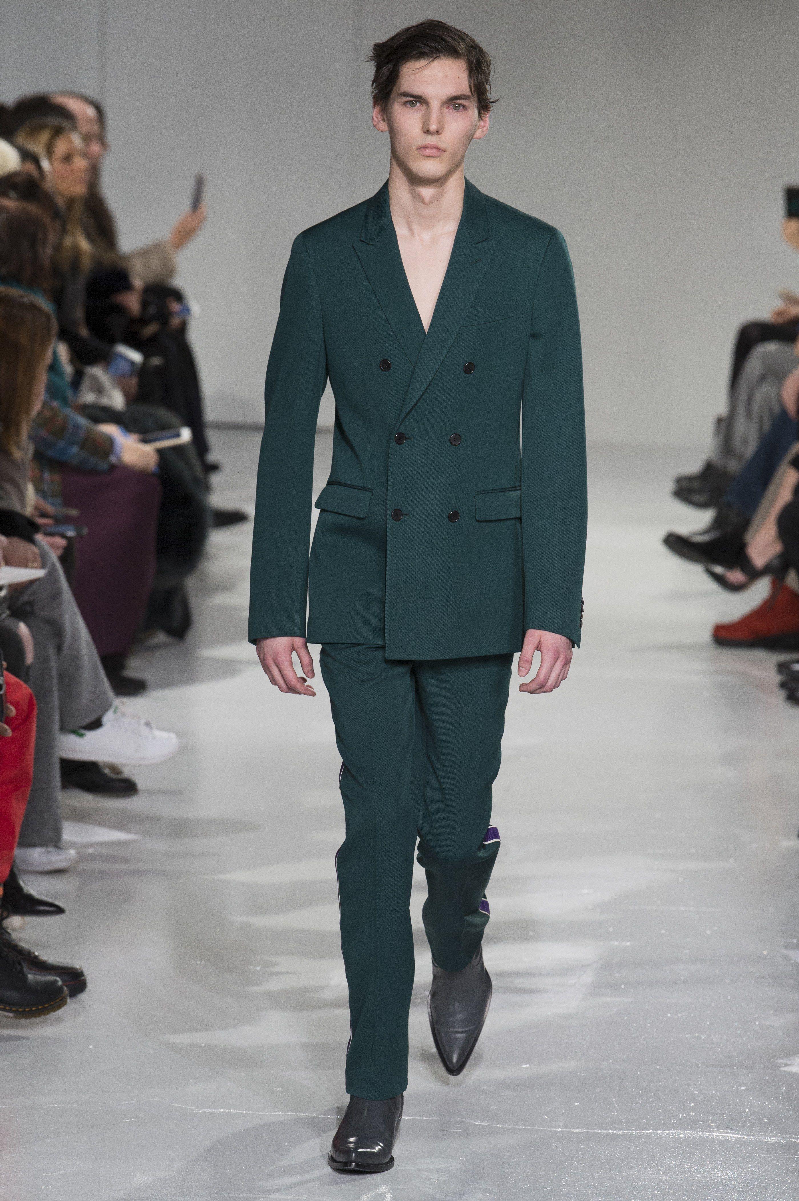 5fe0b1016a8b0 Calvin Klein Collection Fall 2017 Menswear Fashion Show
