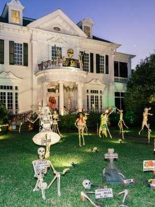 Halloween Decorations on St Charles Avenue Alma\u0027s travel