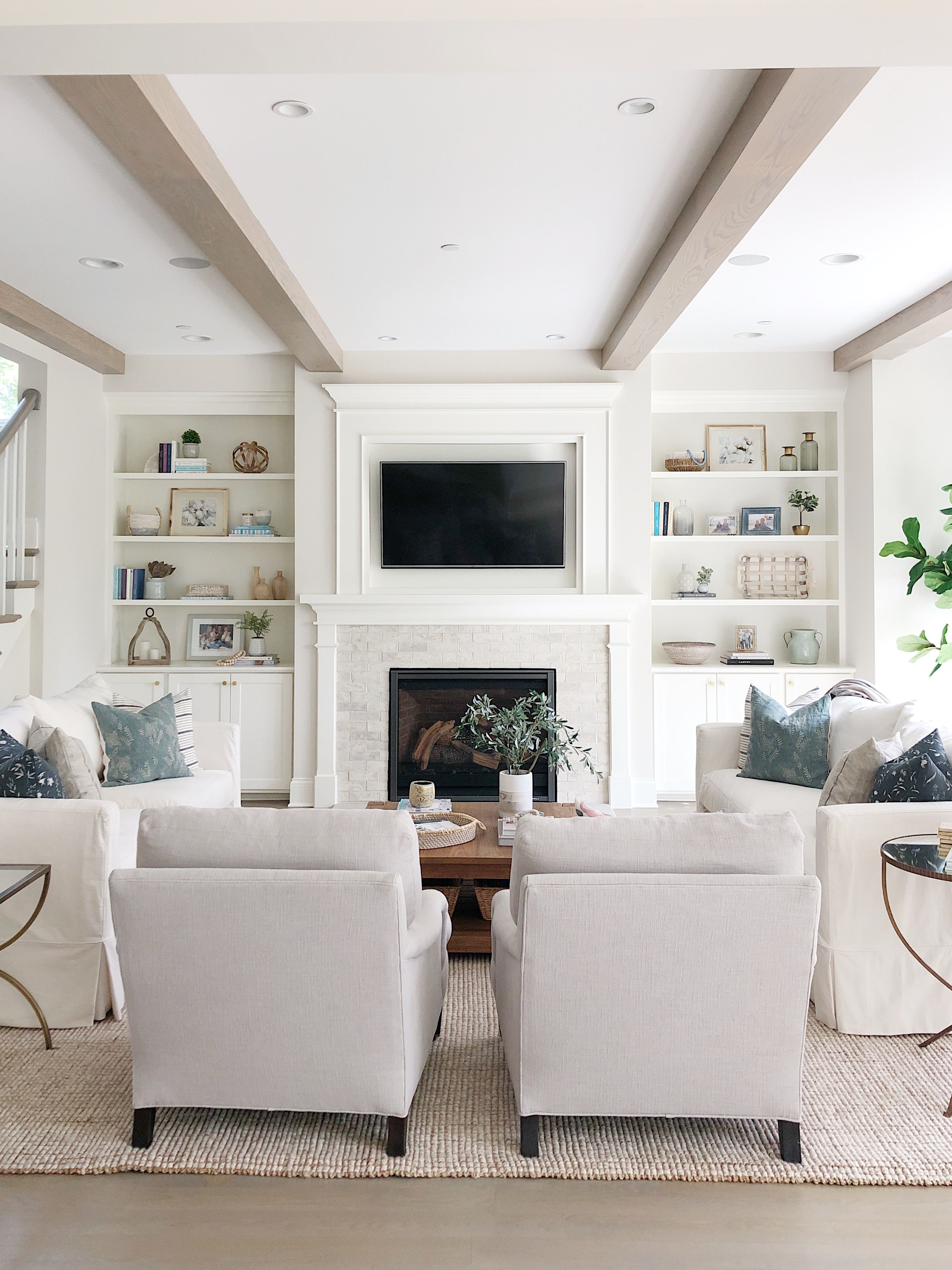 Astonishing Neutral Living Room With Benjamin Moore Classic Gray Walls Alphanode Cool Chair Designs And Ideas Alphanodeonline
