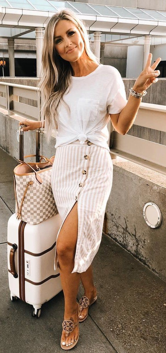 30+ Glamorous Summer Outfits To Copy Right Now is part of fashion - Explore white shirt and brown jacket  Click to discover these 30+ glamorous summer outfits to copy right now