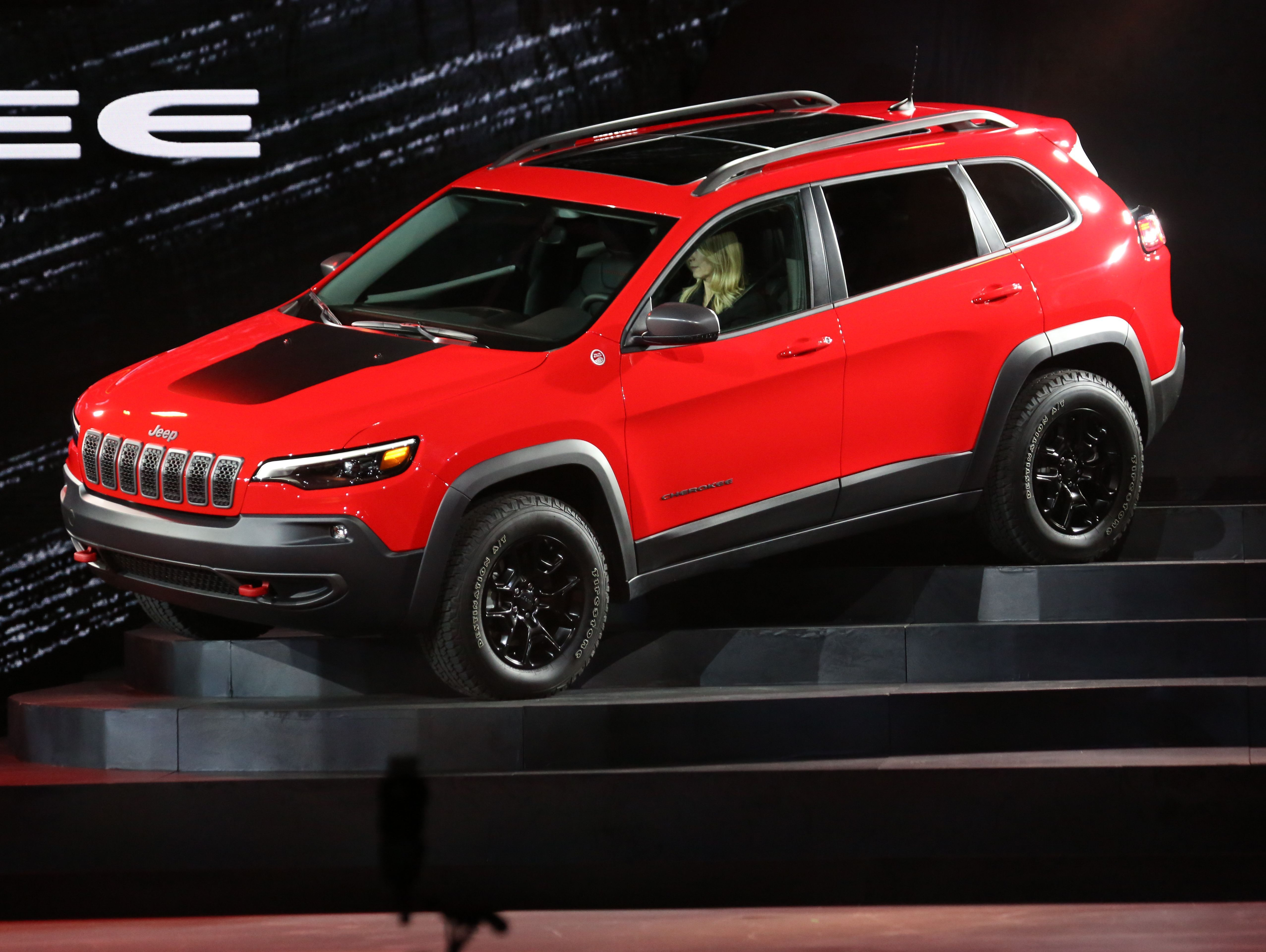 Knocking Down Barriers The First 2019 Jeep Cherokee Lifted In The World Mfc And Tcautoshow A Jeep Cherokee
