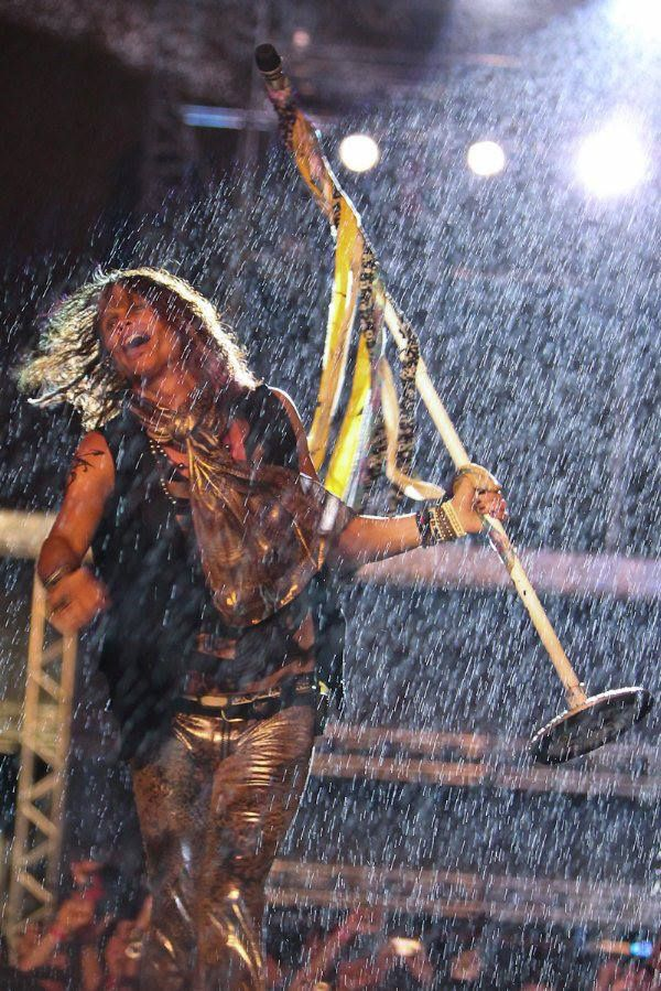 Steven Tyler in the rain during one of their concerts!