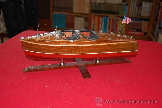 Maqueta de lancha Cruiser (americana), de la casa AMATI. En madera.