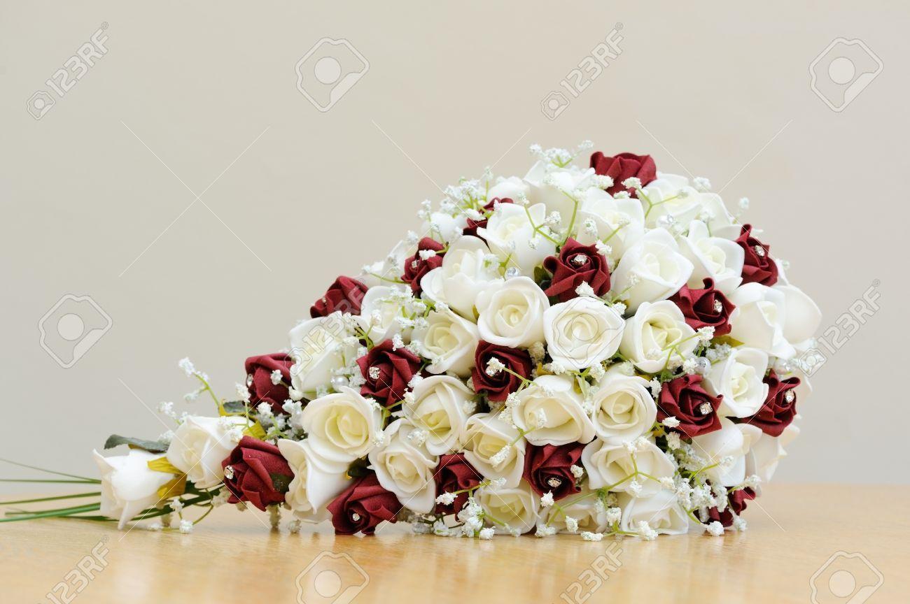 15870520 Ramo De Rosas Artificiales De Color Rojo Y Blanco Para La