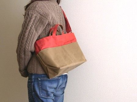 2014年新作!mizutama biyori定番の帆布で、手に持ったり、肩から下げたり2wayで使えるバッグを作りました。名前の「tebura」は、手ぶらの...|ハンドメイド、手作り、手仕事品の通販・販売・購入ならCreema。