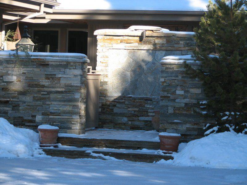 Quartzite Ledgestone Wall