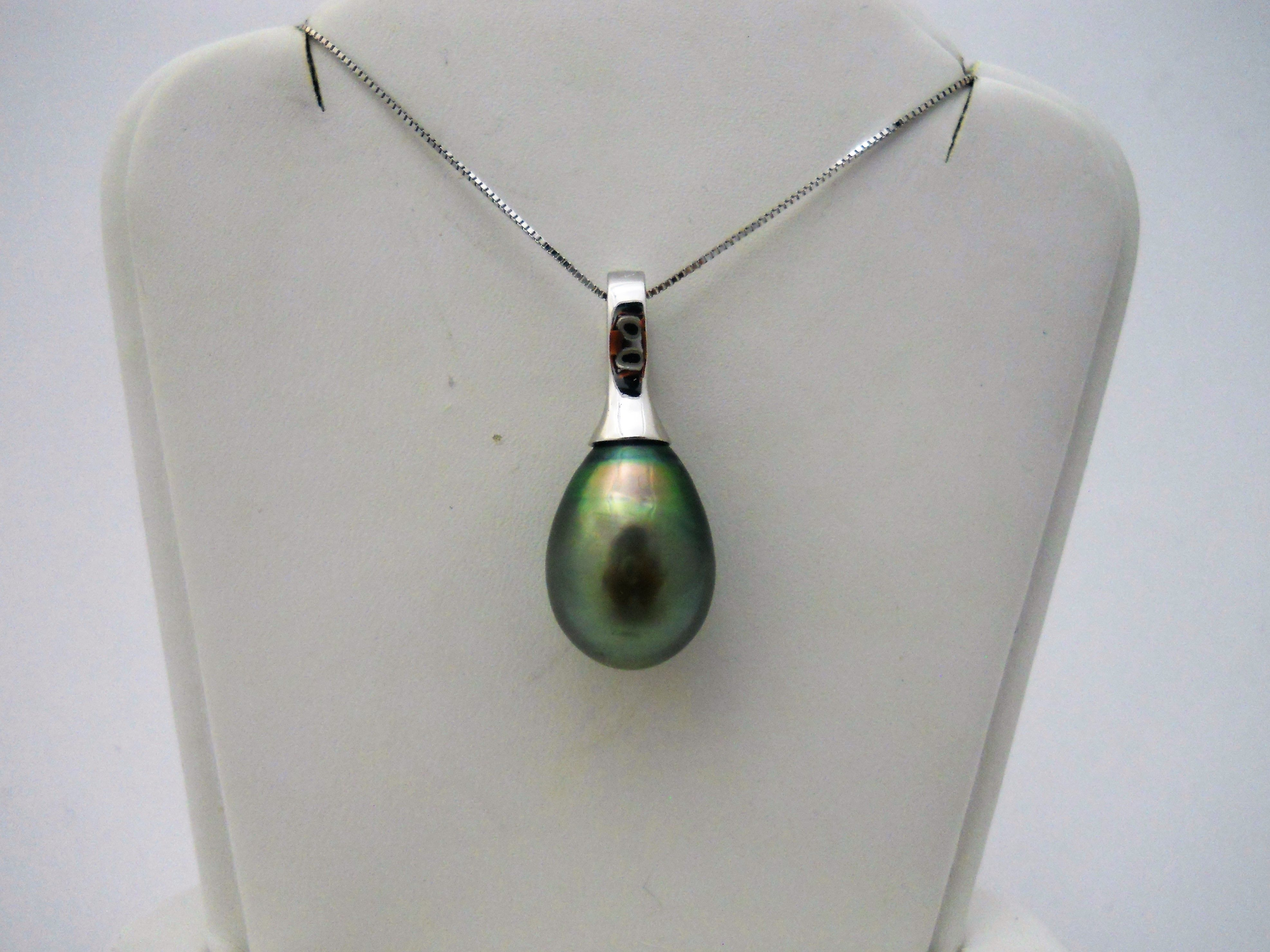 This elegant 14k white gold black pearl pendant with box chain is ...