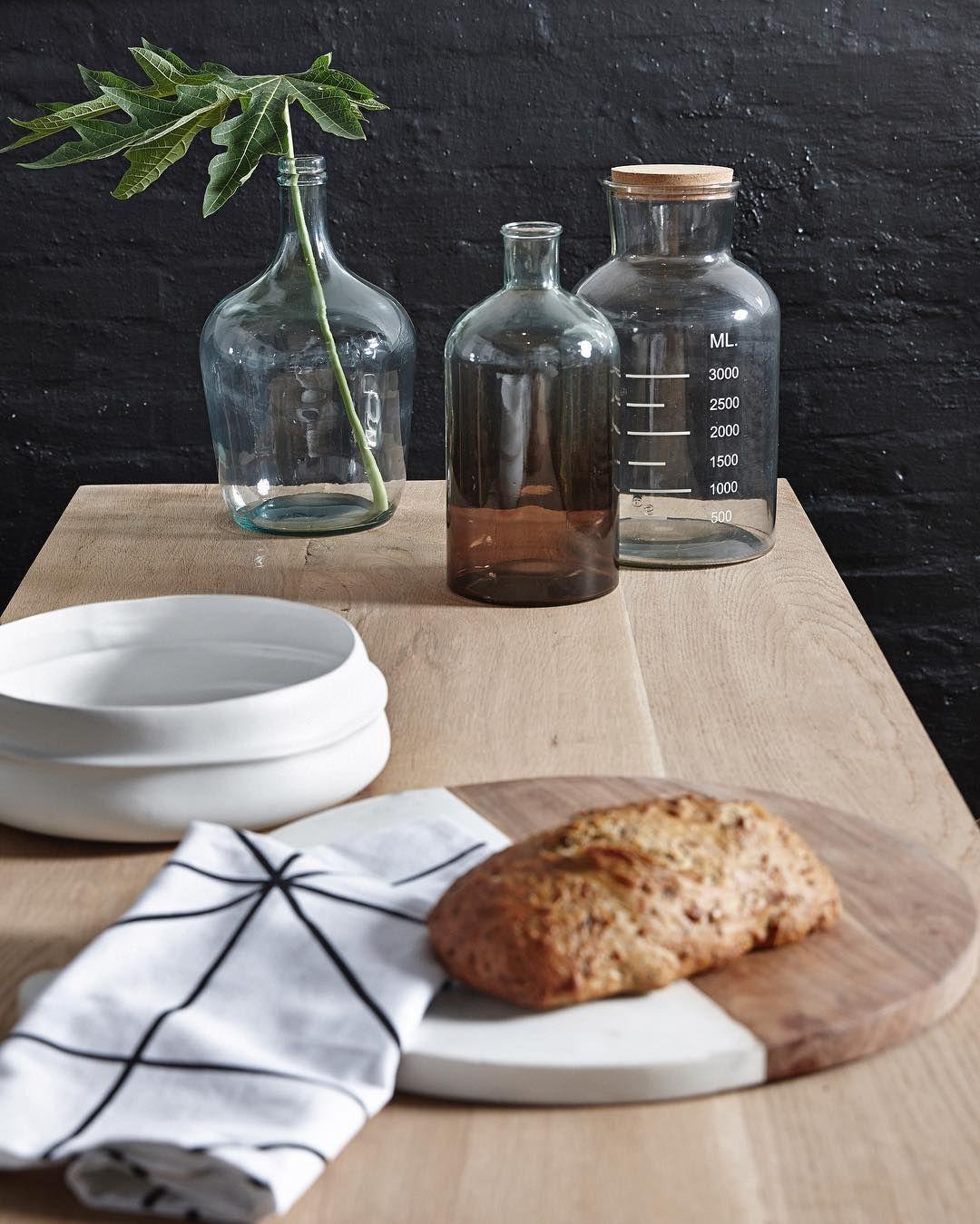 Repost from: purplegreen_de . Guten Morgen meine Lieben.  Wenn ihr statt selbst gebackenem Brot lieber Laugenbrötchen probieren wollt dann schaut mal bei Yvonne von @puppenzimmer auf dem Blog, dort gibt es ein leckeres Rezept dafür. Neue Brettchen, Teigroller, ... findet ihr bei uns im Shop.  Habt ein schönes Wochenende! #nordicwohndesign #by #purplegreen_de ☕️ #purplegreenshop #photo #hubschinterior #hübschinterior #nordicliving #scandinaviandesign #scandinavianhomes #home_and_living