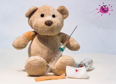 Çocuklarda rota virüsü nedir rota virüsü tedavisi nasıl olur - Oyuncak bebek ve virüs görselleri.