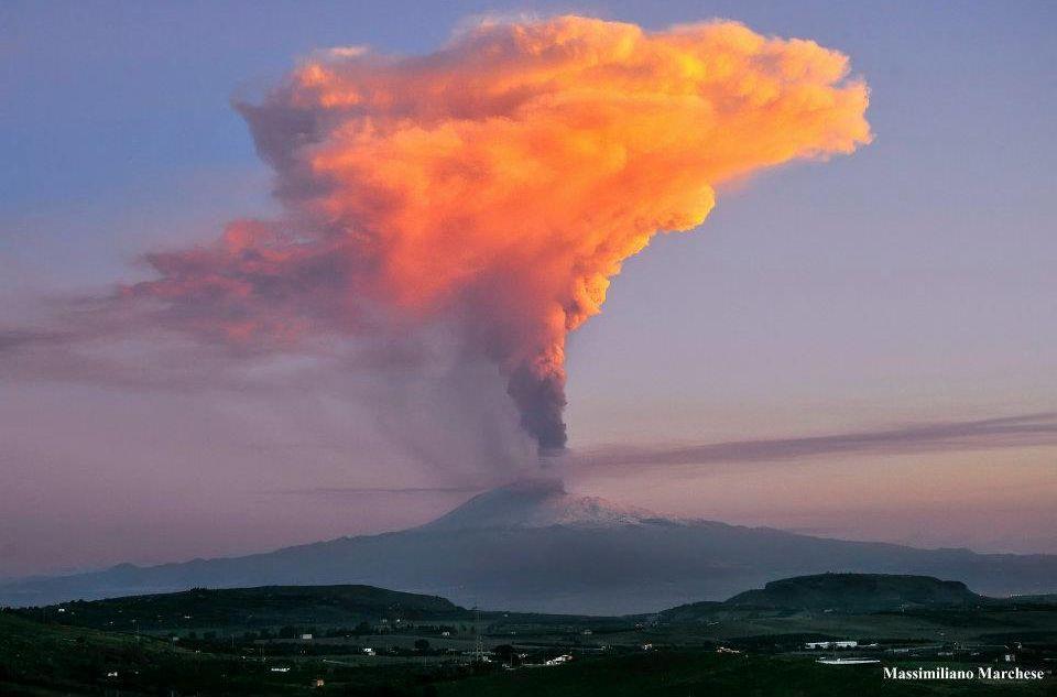 etna volcano eruption 2012 italy inspiring things pinterest