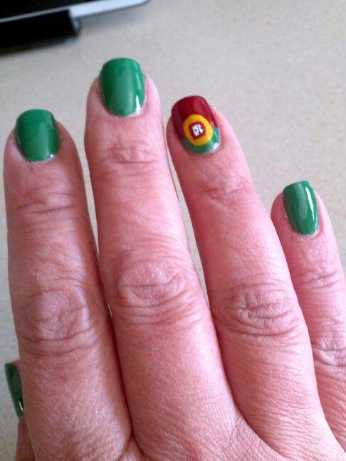 Portuguese flag Nails