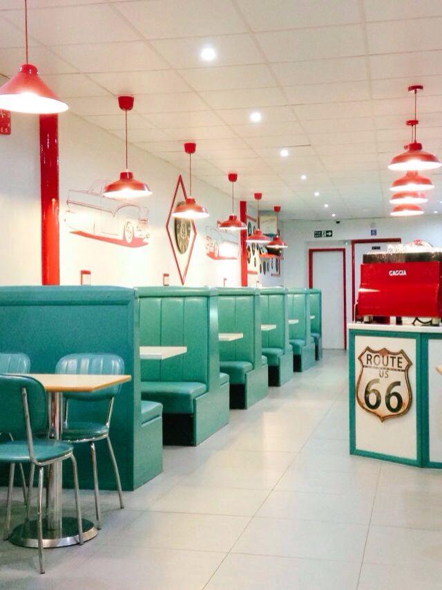 50's look diner … | Ideas de cafetería, Decoración de comedor