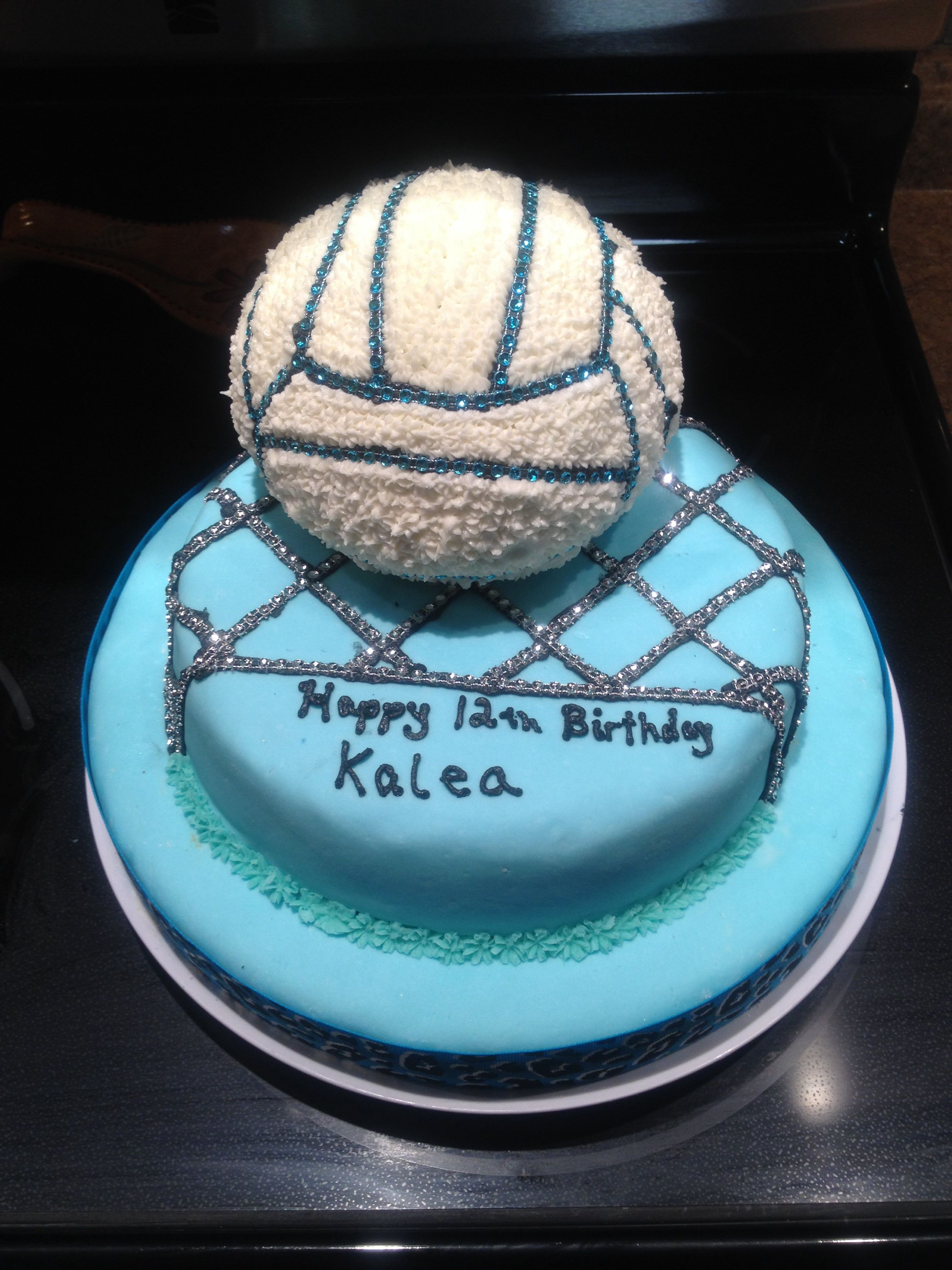 Pin By Jaci Schmidt On The Cake Chix Volleyball Birthday Cakes Volleyball Cakes Volleyball Cupcakes